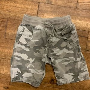 GAP kids camo shorts
